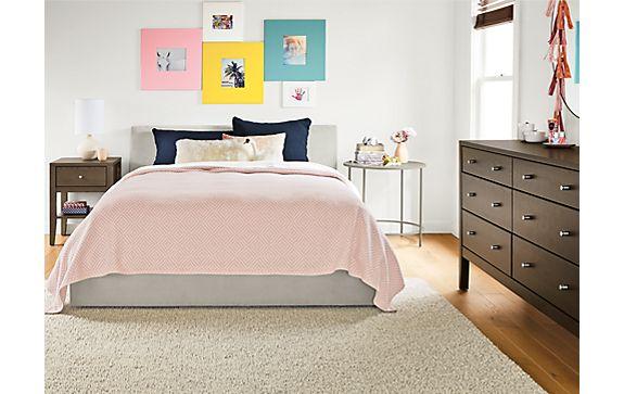 Wyatt Queen Bed with Calvin Dresser