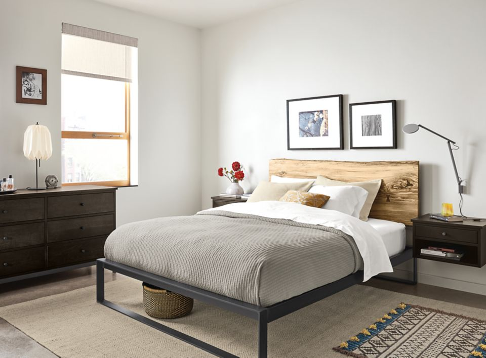 Chilton queen bed in sugarberry