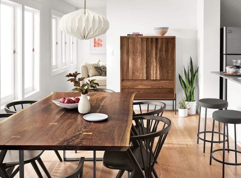 Detail of Chilton dining table in large kitchen