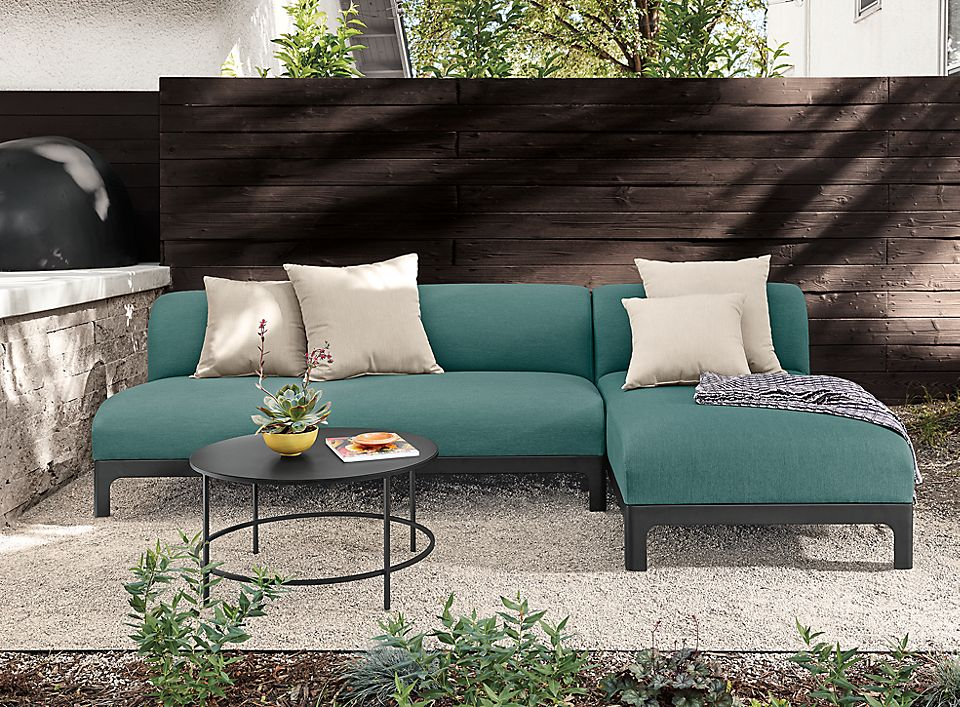 Crescent outdoor sofa with chaise