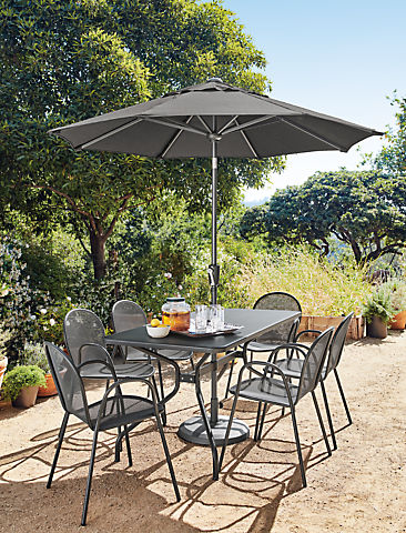 Patio with Kona table in graphite
