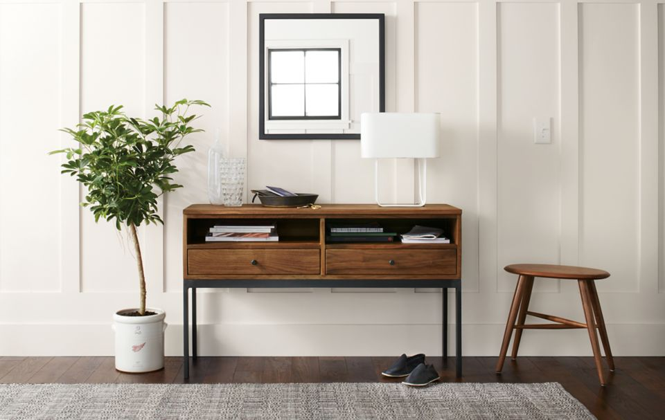 Detail of Linear console table