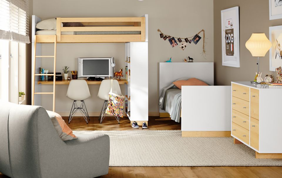 Detail of Moda loft bed with bookcase