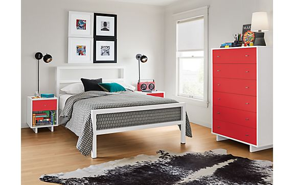 Parsons Bed in White with Moda Dresser