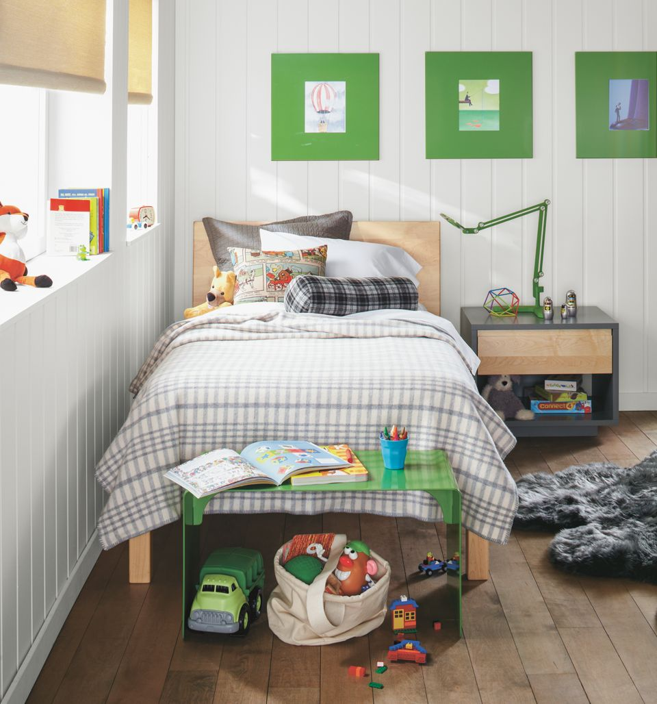 Detail of kids Pogo twin bed in maple with white sheets
