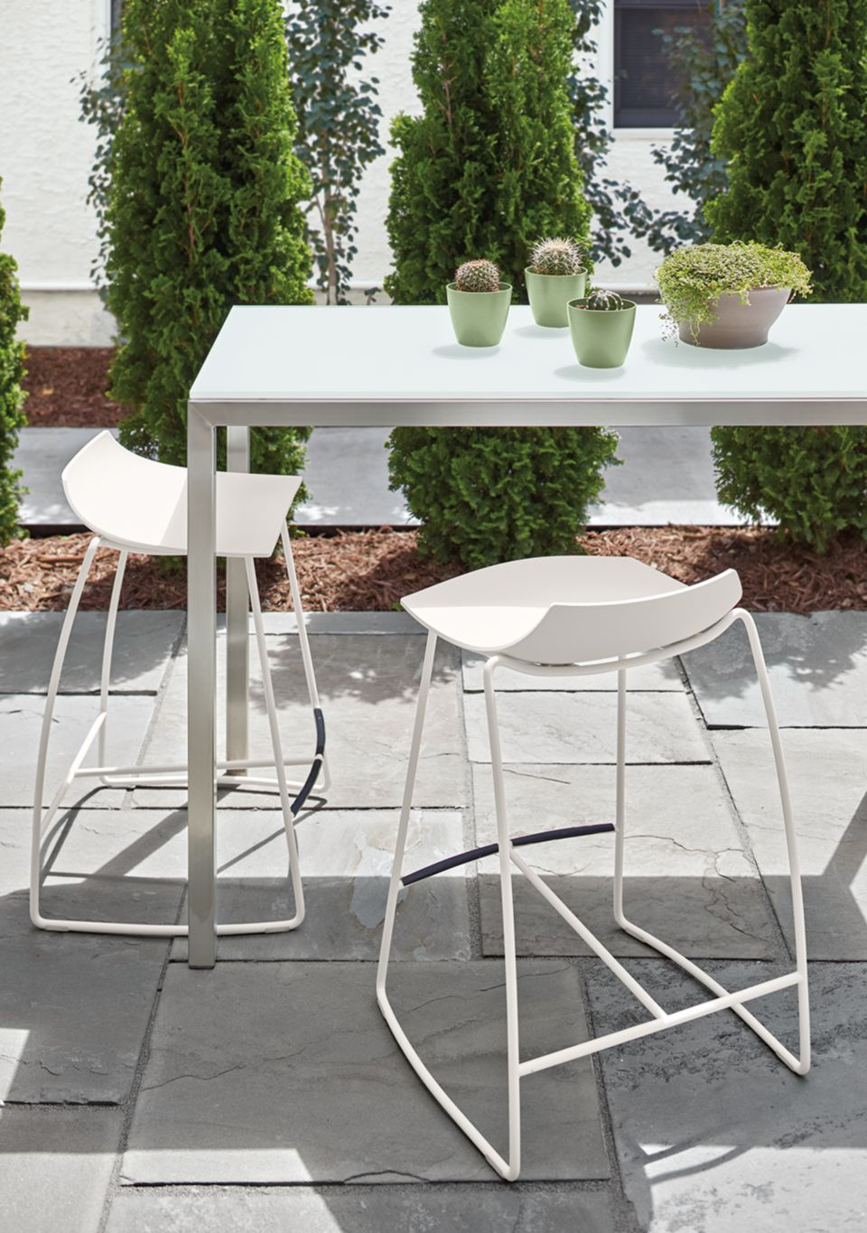 Detail of Portica outdoor counter table