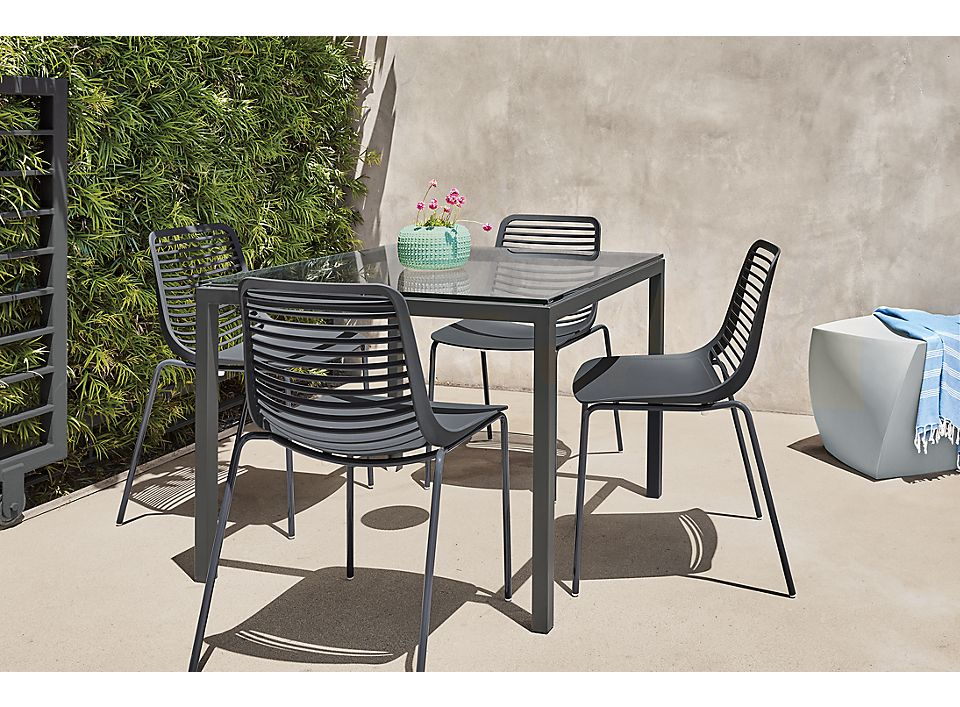 Detail of Pratt 36w outdoor table
