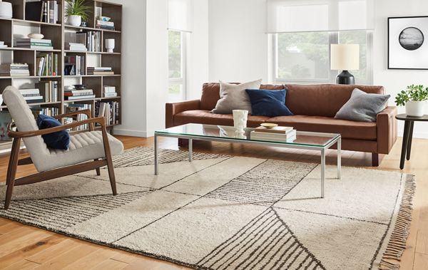Hess Leather Sofa With Safi Rug