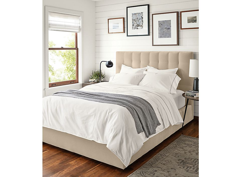 Detail of Sommerville Percale full/queen duvet cover in white on bed
