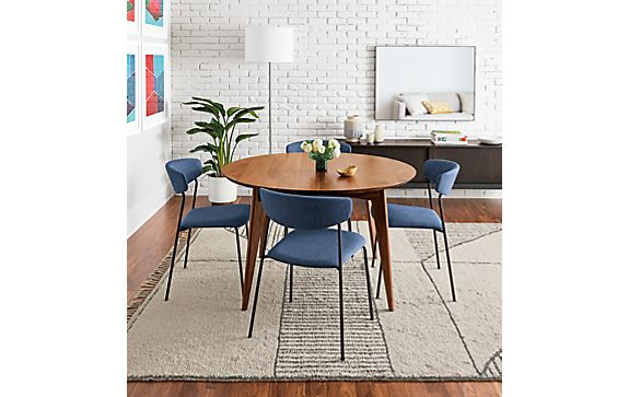 Ventura Round Extension Table with Wolfgang Chairs