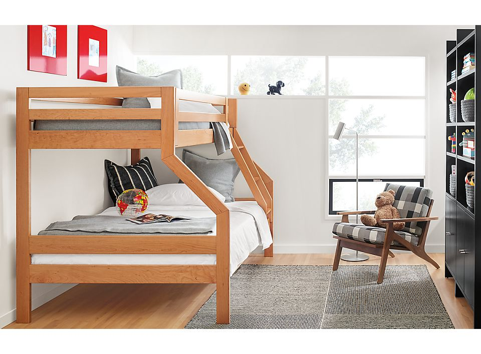 Detail of Waverly duo bunk bed in cherry