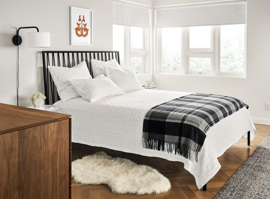 Gentil Jennings Bed With Whitmore Brick Bedding